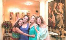 Irmãs e Mãe em Ciranda de Pedra - Amizade eterna